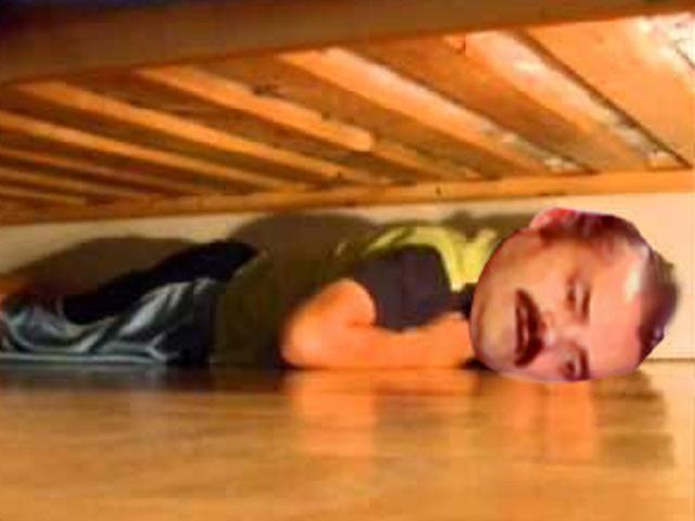sticker de laspaelleras sur cache sous le lit victime celestin risitas sticker id 6442. Black Bedroom Furniture Sets. Home Design Ideas