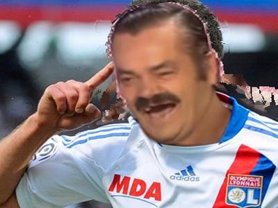 Sticker risitas rire doigt ol foot football bur lyon fou lacazette aulas champion ligue lsandro lopez main faute